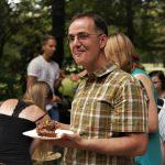 Herr Quaas genießt den Kuchen. (Foto: Sven Wernicke)
