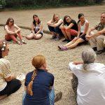 Das Team im Sitzkreis. (Foto: Sven Wernicke)