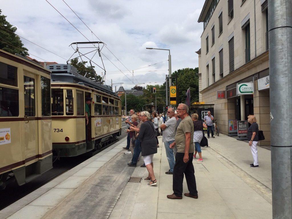 Zur Feier des Tages fuhrt am 5. Juli 2019 auch eine alte Straßenbahn...
